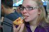 Fussballspiele steigern den Pizza-Absatz. Foto: Peter Gaß