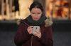 Vom Smartphone aus versendete E-Mails führen beim Empfänger oft zu Frust. Foto: Peter Gaß