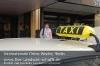 c_s04-02-nuschki-hotelhalle-taxi-ueber-dach-gut.jpg