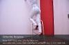 s01-04-bianca-trittleiter-jeans-halb-strecken-gut.jpg