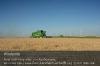 s04-04-jdt560hm-sgerste-rit-ueber-feld-wr-panorama-gut.jpg