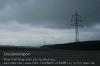 s01-03-hochspannungsleitung-regenwolken-gut.jpg
