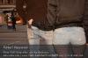 s04-09-mk-ss-handyklau-mann-stehen-rechts-ziehen-gut.jpg